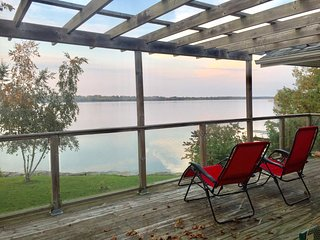 Paradise waterfront home in Scugog Island