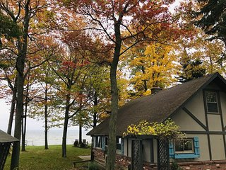 HOUGHTON LAKE CHALET-Fall colors will be here soon!  4 bedrooms, 1.5 bathrooms