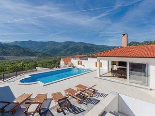 4 bedroom Villa in Srsenik, Splitsko-Dalmatinska Zupanija, Croatia : ref 5544003