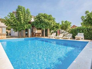 4 bedroom Villa in Pojatine, Splitsko-Dalmatinska Zupanija, Croatia : ref 551998