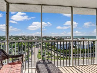 10th Floor, Sweeping Views, Gorgeous Updated Studio Condo! Steps to Beach, Free