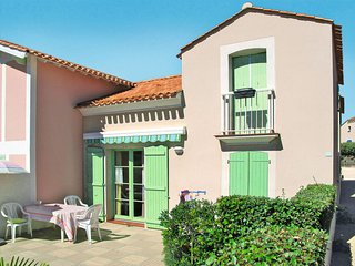 2 bedroom Villa with Pool, WiFi and Walk to Beach & Shops - 5642322