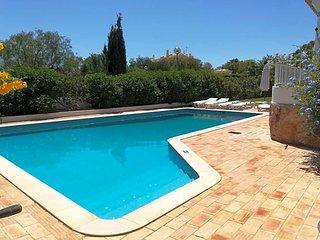 Guia Villa Sleeps 4 with Pool and WiFi - 5432999