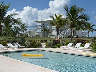 New Penthouse w/Htd. Pool, Dock, Pvt Beach, 2-Ocean View, Kayaks, Golf Cart
