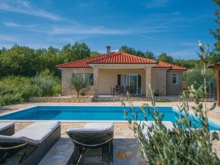 3 bedroom Villa in Karini, Splitsko-Dalmatinska Zupanija, Croatia : ref 5543782