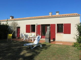 2 bedroom Villa in Dolus-d'Oleron, Nouvelle-Aquitaine, France : ref 5649848