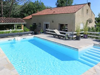 2 bedroom Villa in Lamagdelaine, Occitania, France : ref 5684031