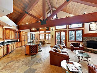 Huge Multi-Level 5BR/5.5BA w/ Hot Tub, Separate Studio Apartment & Vail Views