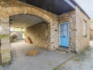 OLD MILL 1, pet friendly, exposed beams, converted mill, in Askrigg
