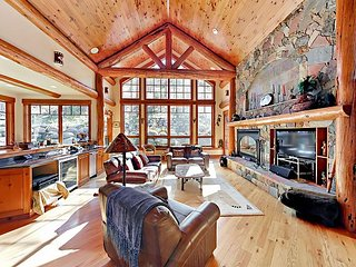 4BR Mountain Luxury w/ Hot Tub, 2 Master Suites & White River Forest Views