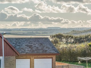 BAY VIEW, family friendly, with a garden in Beadnell, Ref 1041