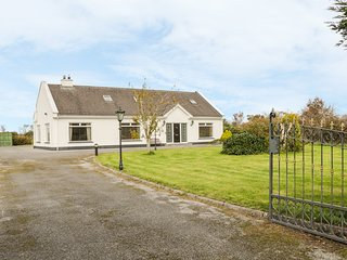 BAILE MHIC AIRT, open-plan, spacious, near Oughterard
