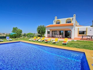 OUTSTANDING VILLA, IN RELAXING AREA, AC, HEATABLE POOL, BBQ