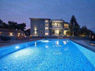Mont Blue-5 bedrooms Luxury Villa