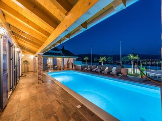 Villa Lux****luxury villa with heated pool