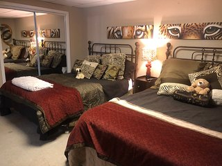Lake (HOME) Private Guest Room & Bathroom w/Water frontage (2 rooms available)