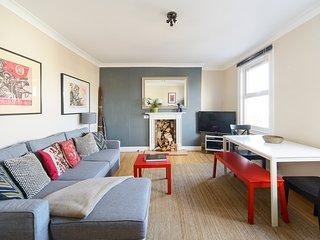 SPECIAL OFFER!!! Trendy 2 Bedroom Duplex Angel Apt