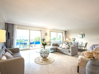 Panoramic 3 Bedroom Penthouse in Cap Antibes