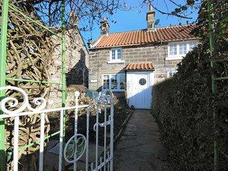 Hawthorn Cottage - original beams, roll top bath, log burner and dog friendly
