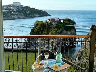 Newquay Beach Front Holiday Home with Parking