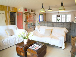 Large luxury beach house/ cottage, 1 minute to beach, Camber Sands, East Sussex