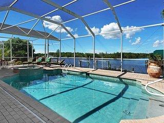 Villa Karen - Beautiful 3 Bedroom Heated Pool Home Sleeps 6