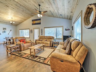NEW! 'Lazy Bear Lodge' - Short Walk to Lake Pagosa