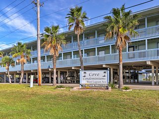 Cozy Gulf Shores Condo w/Pool - Walk to Beach!