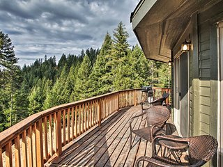 NEW! Coeur d'Alene 'Mountain Light Retreat' w/View