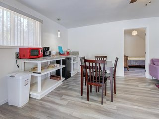 NEW LISTING! Bright, remodeled condo - dog-friendly, includes breakfast vouchers