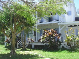 Villa Anna Spacious 4 Bedroom House Near Paradise Island (Atlantis) Sleeps 9