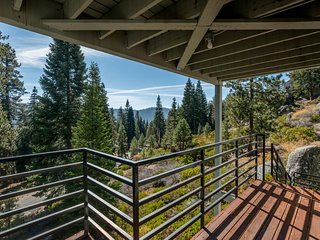 Huntington Lake condo w/ shared pool & great views - close to attractions