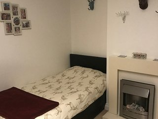 Twin Bedroom Bedsit room in family home