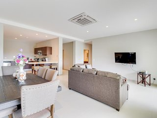 Bright condo w/ modern kitchen, balcony & shared pool - beach nearby!