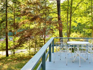 The Hillside - Cottage with Dock Access and Tennis on Linekin Bay