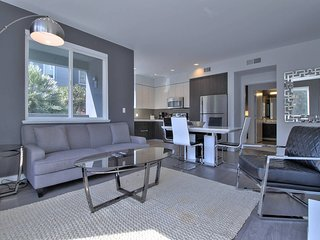 Modern & Private San Jose 2BR/2BA: Pool & Parking!