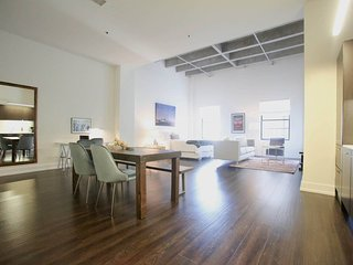 Private Home Away from Home in *DTLA *UrbanFlat