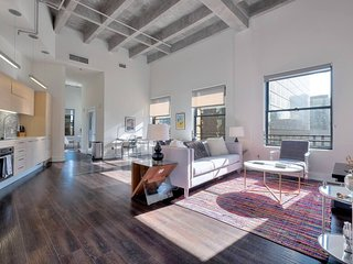 Stunning 1BR Urban Flat with High Ceilings in DTLA