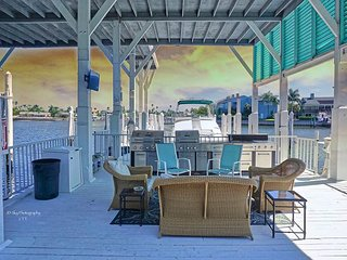 Historic Waterfront House Near Beach With Pool, Hot Tub, Fishing, Dock, Wifi
