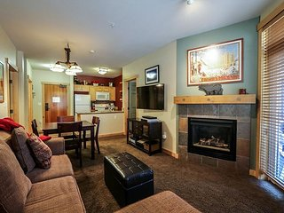 Ski-in, Ski-out at Eagle Lodge, 5-Star, Sleeps up to 7!
