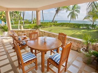 Lovely beachfront 2 BR/2BA condo.  Gated community - Pool, Wifi, AC