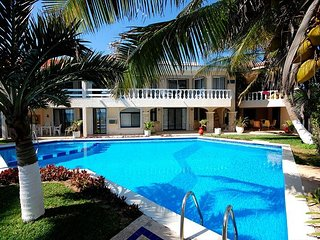 Stunning ocean views perfect for a Relaxing Getaway - Pool, Wifi, AC