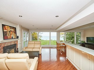 Lakefront Niagara Vacation Home