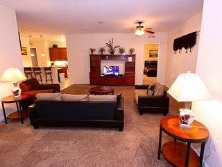 4804CA-408. 3 Bedroom Penthouse Condo with Views of the Lake and SeaWorld Firewo