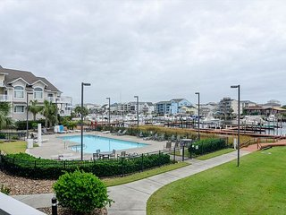 Luxuray Condo with swimming pool and boat slip