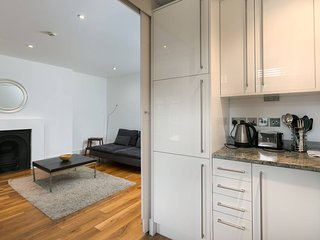 Bright 2BR Home in South Hampstead