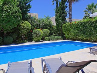Private pool and parking, roof terrace, stunning views, A/C