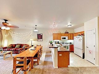 Ideal Truckee Location 2BR in Popular Complex w/ Pool, Hot Tub & Sauna