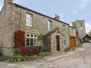 BRIDGE HOUSE, Woodburner, 4 bedrooms, WiFi, Kettlewell