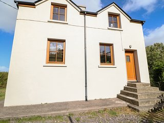DOOKS HALT RAILWAY COTTAGE, pet-friendly, Glenbeigh